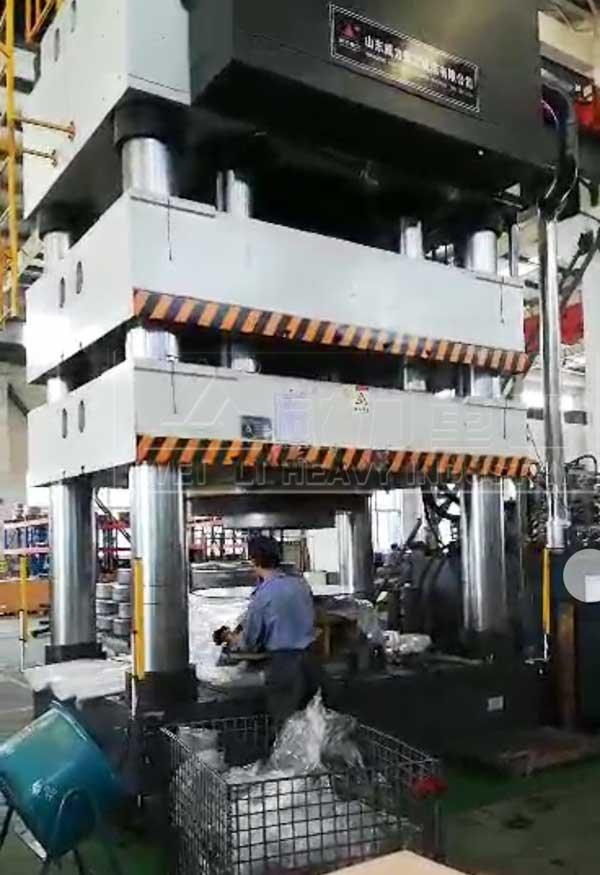 3000吨汽车覆盖件冲压液压机