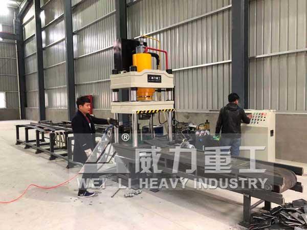 200吨半自动锚杆托盘生产线