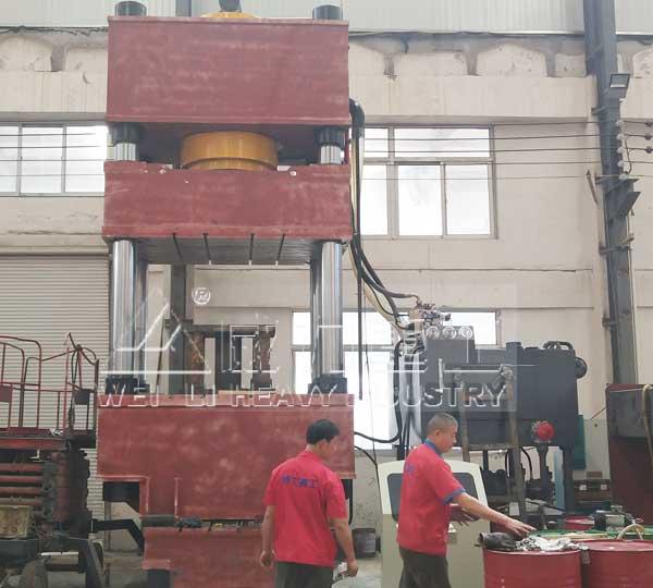 1000吨四柱液压机生产现场图
