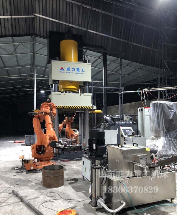 1500吨热锻压力机安装机械手