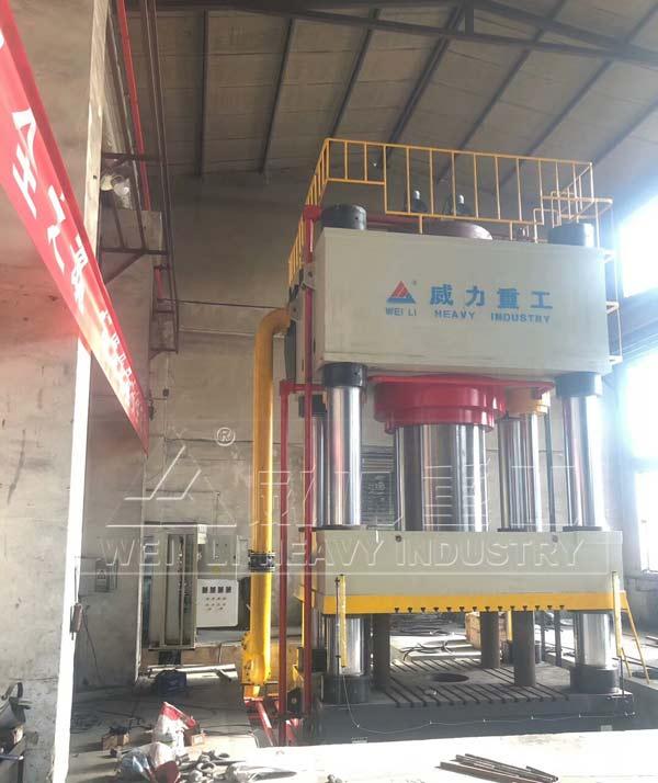 4000吨轨道鱼尾板锻造成型液压机