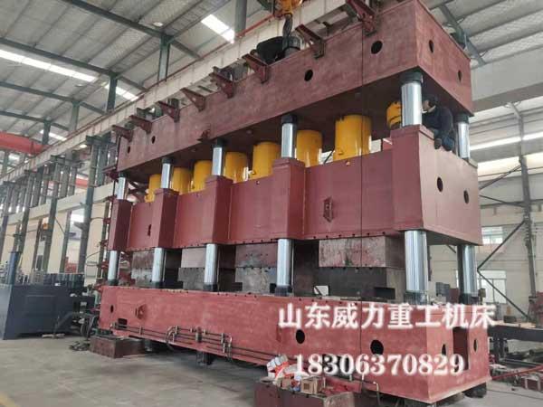 4000吨汽车纵梁成型液压机装配现场图