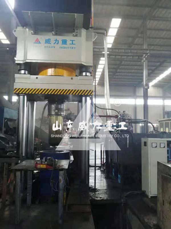 1500吨石墨坩埚成型液压机